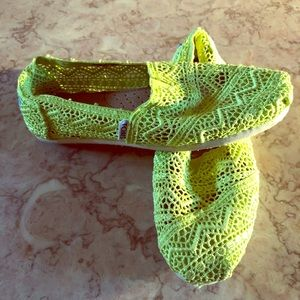 Toms size 7 lime green lace flat
